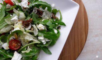 Salade met zachte geitenkaas