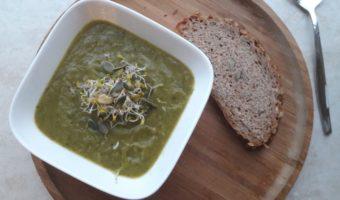 Courgette soep met pompoenpitten