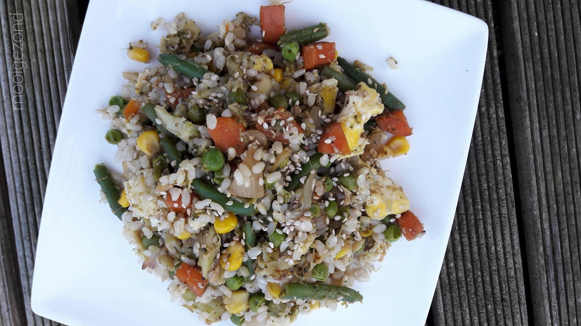 rijstschotel, vegetarisch, groente, vega rijstschotel, sperziebonen, erwten, mais, broccoli, ui