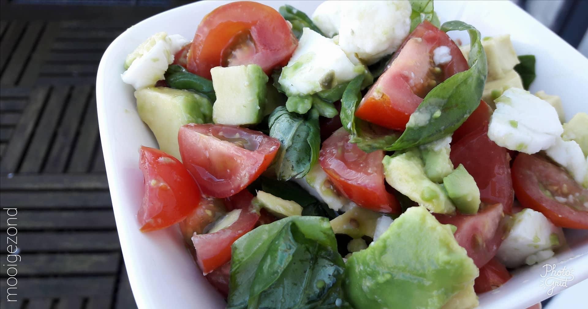 avocado, salade, basilicum, cherry tomaat, vegan, lactosevrij, glurtenvrij, simpel