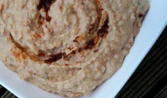 Hummus met zongedroogde tomaat